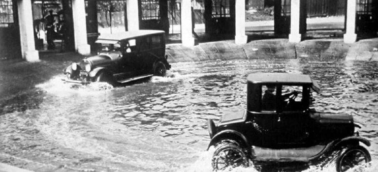 A car pool from 1920s Chicago